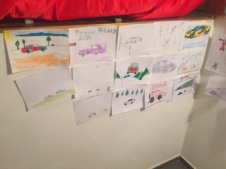Традиционно в Пено: конкурс на лучший рисунок. В этом году несколько десятков работ. Молодцы детишки!